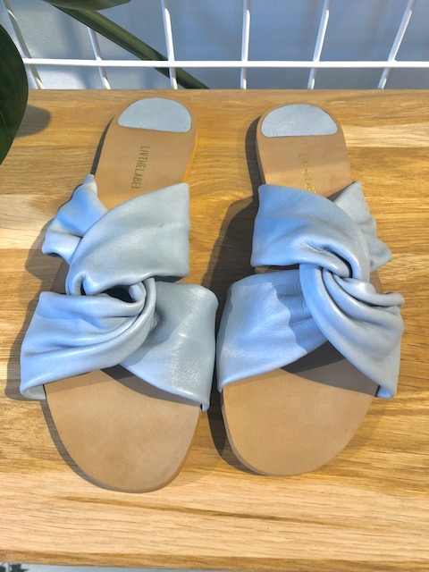 Knot strap sandals